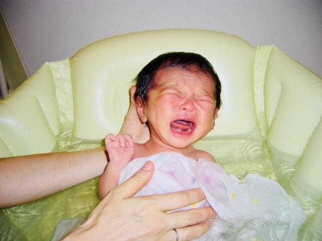 赤ちゃんがお風呂で泣かない方法-2