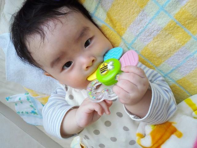 赤ちゃんが噛む理由-1